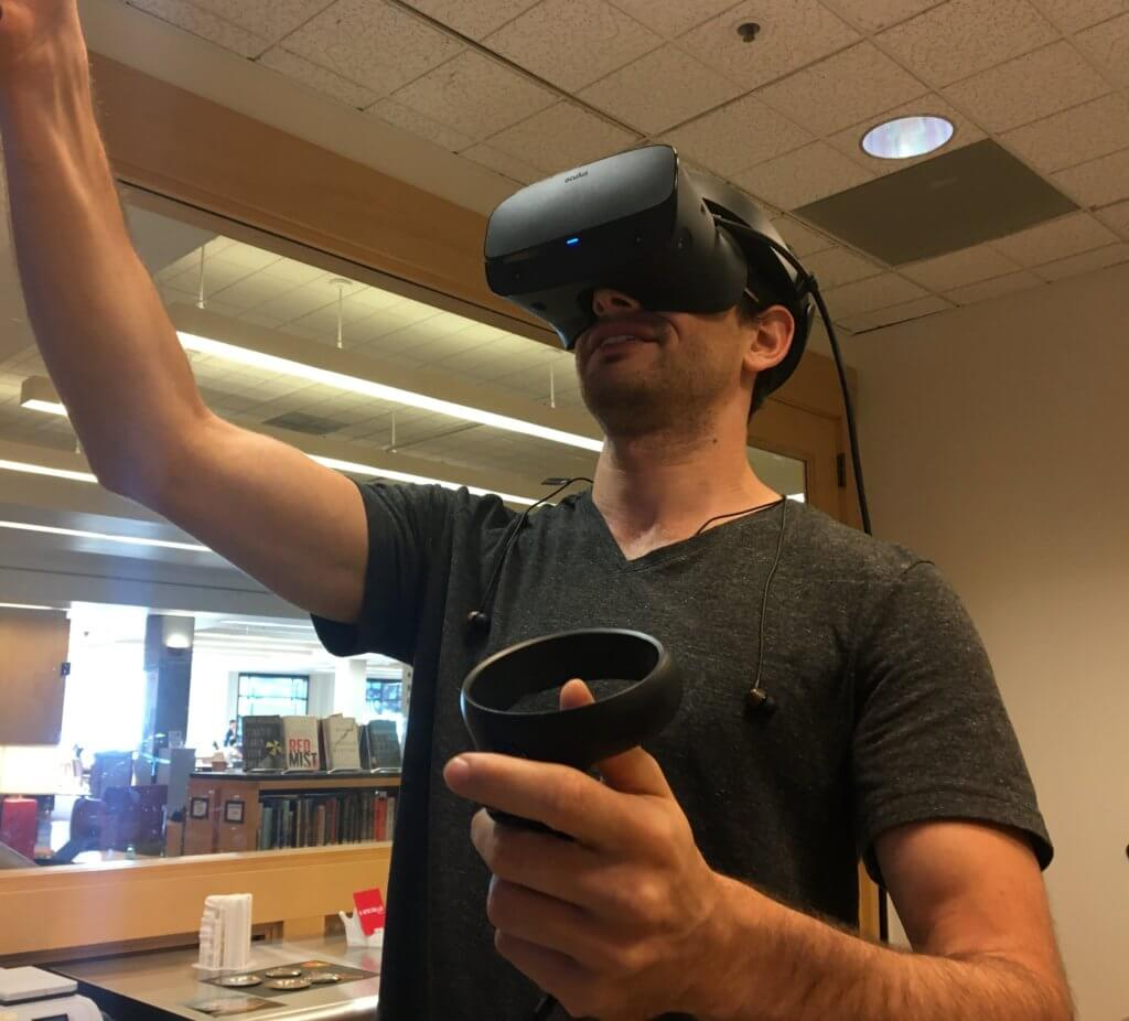 Student using VR in makerslab